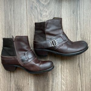 39 FLY LONDON Mont Ankle Boot